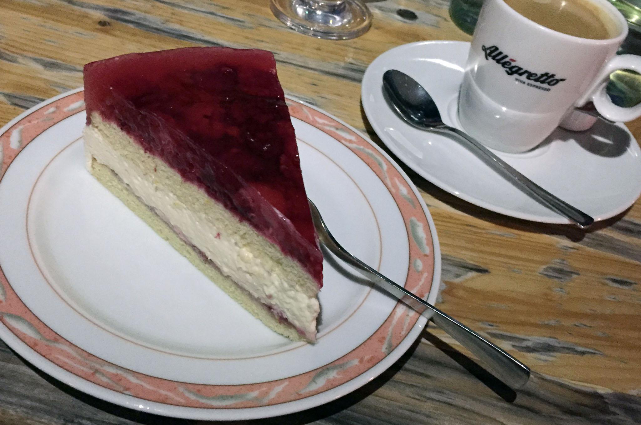 Sommerlich leichte Himbeer-Sahne-Torte