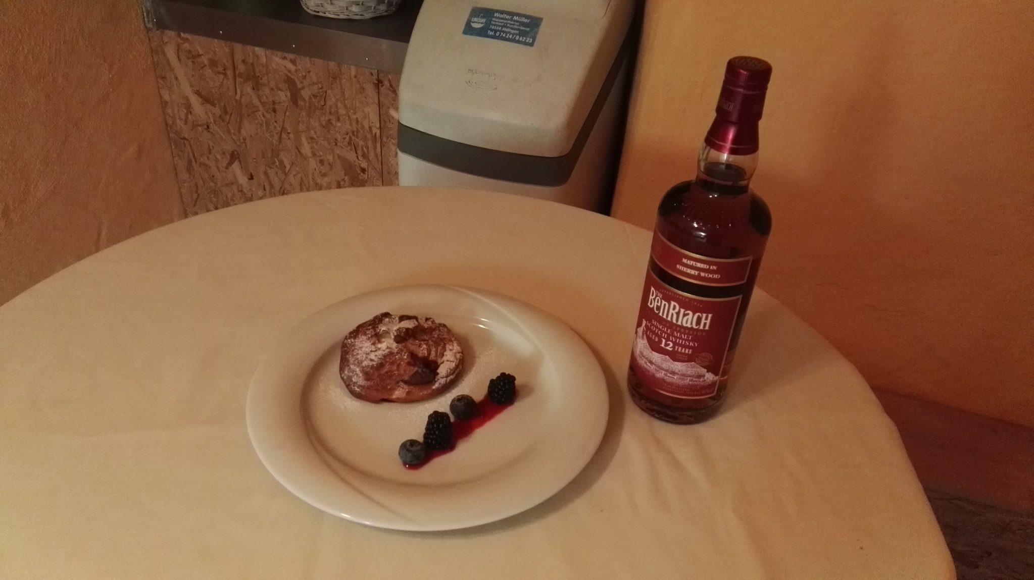 Der BenRiach 12 Sherry Wood in Flasche und Dessert