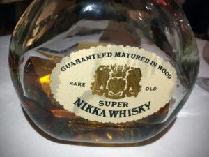 """Flaschenetikett des Nikka Super Revival während des Whisky-Tastings zur Sonderausstellung """"Oishii! Lecker Essen"""" im Linden-Museum Stuttgart am 10. Februar 2017."""