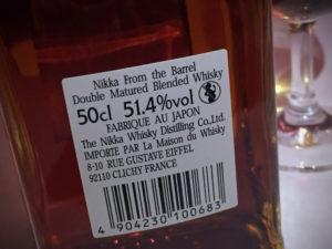 """Etikett auf der Flaschenrückseite des Nikka From the Barrel während des Whisky-Tastings zur Sonderausstellung """"Oishii! Lecker Essen"""" im Linden-Museum Stuttgart am 10. Februar 2017."""