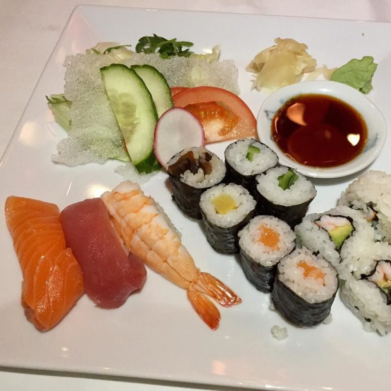 Nach dem dritten Whisky gab es zur Stärkung Sushi